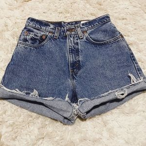 Vintage Levi's Cutoff Shorts - Highwaisted